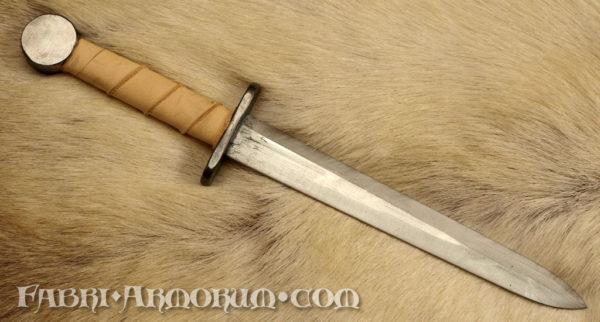 Throwing dagger